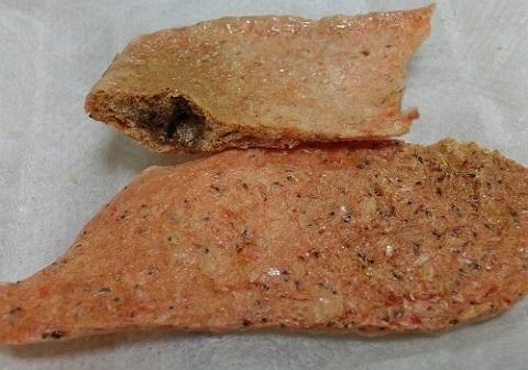 「干しえび」の粉でクサガメのプレート餌作り