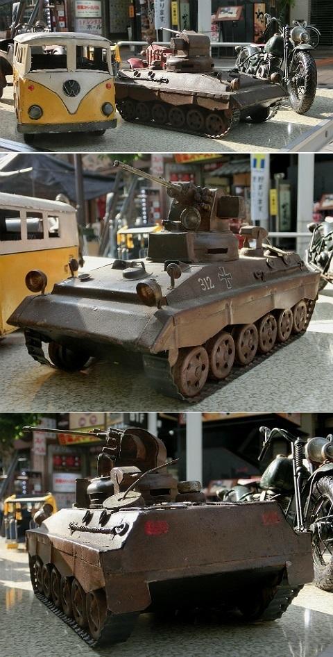 ブリキ(?)の軽戦車