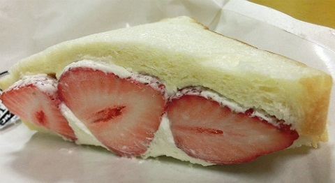 湘南完熟イチゴのフルーツサンド @八百屋コウタのフルーツスタンド