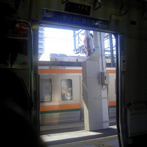 横須賀線武蔵小杉駅に東海道線